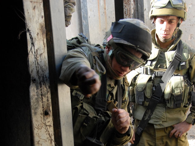 IDF Soldiers breaching a room